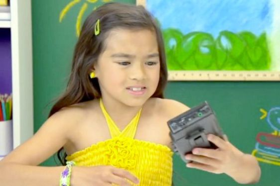 Kids React to Walkmans v01